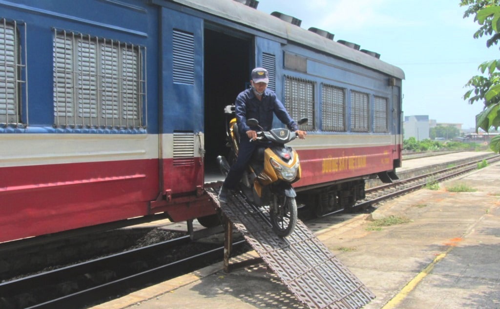 How to ship your motorbike by train in Vietnam