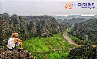 Limousine: Hoa Lu - Mua Cave - Tam Coc boat and cycling tour